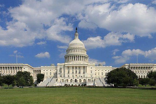图中为美国国会大厦(Martin Falbisoner/wikipedia)。