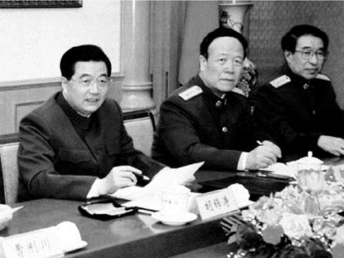 江泽民两心腹在旁虎视眈眈,胡锦涛被架空蒙在鼓里。(网络图片)