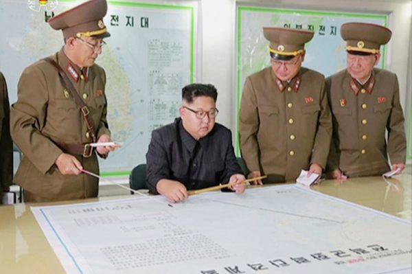 金正恩到战略军司令部听取攻击关岛方案报告