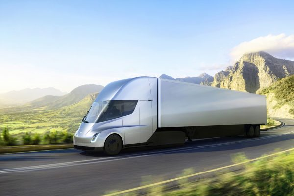 11月16日新面世的特斯拉重型电动卡车。(Tesla via AP)
