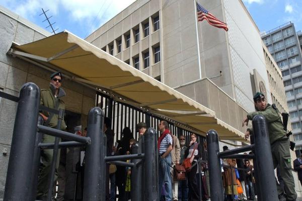 图中为在拉夫维夫的美国驻以使馆(美联社图片)。