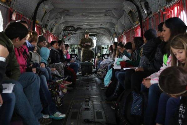 图中为美驻韩军属的一次全面撤离演习(美军提供)。