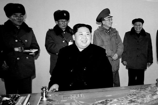 朝鲜官媒12日报导金正恩参观了朝鲜国家科学院。(朝中社via AP)