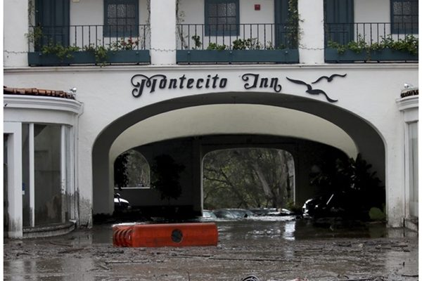 圣巴巴拉县许多房屋和一些具有历史价值的古老洒店受到损毁。(AP)