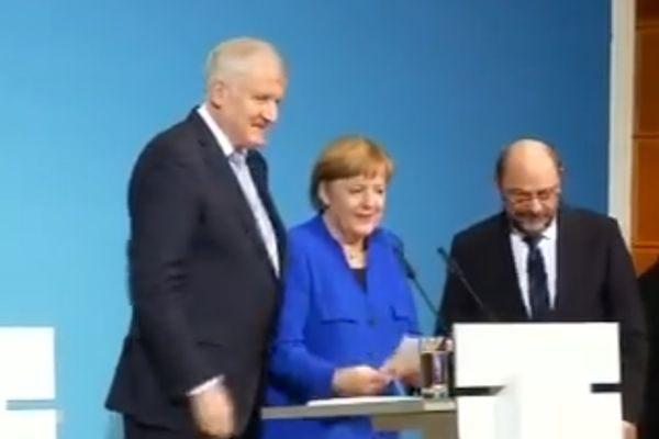 泽霍费尔、默克尔、舒尔茨(右)周五在新闻发布会上(NTDTV视频截图)