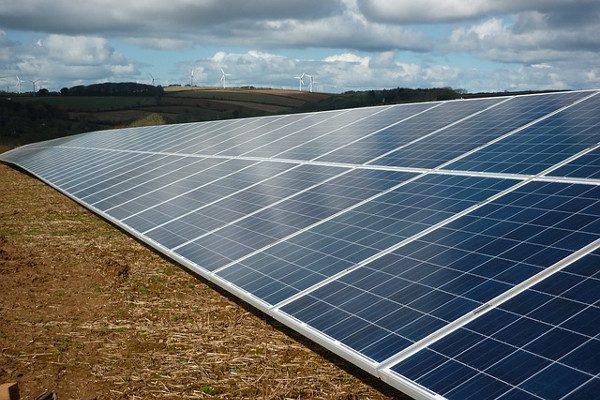 新型纳米材料提高钙钛矿太阳能电池转换效率