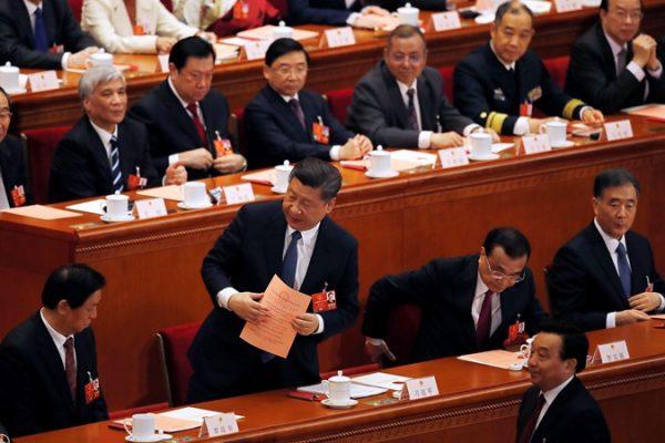 习近平在中共人大就宪法修正案投票(AP Photo Andy Wong)
