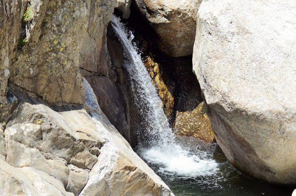 水,以柔克刚 (图片来源 pixabay)