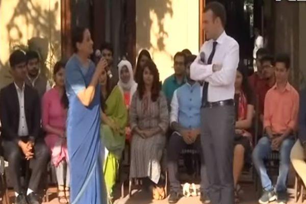 法国总统马克龙与德里学生互动(NDTV India视频截图)
