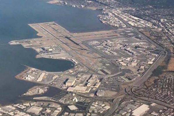 包括旧金山国际机场在内的湾区部分土地下沉较快,如果海平面上升,可能面临严重洪灾。(网络图片)取自旧金山国际机场脸书
