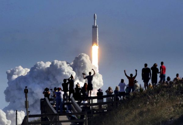 2月7日,太空X公司成功发射火箭前往火星。(AP图片)