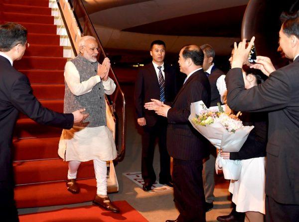 印度总理莫迪今天凌晨抵达武汉(Chinatopix via AP)