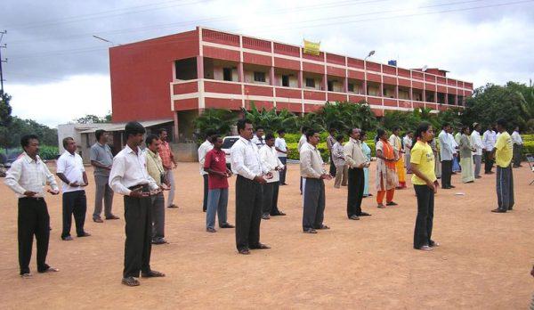 印度公立学校校长修炼法轮功