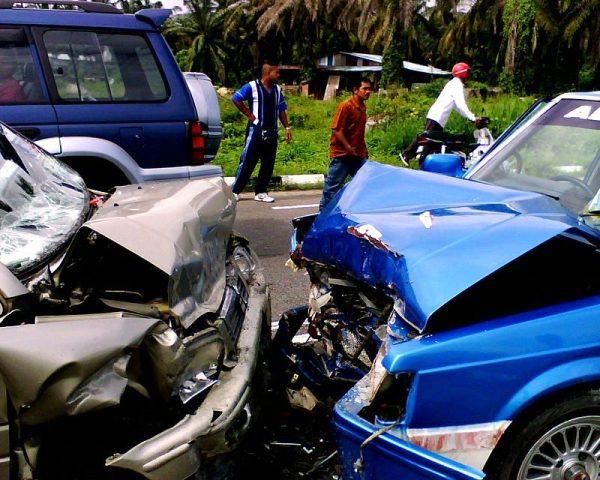 更有因斗气两车相撞酿成惨祸而命丧黄泉之怪象 (图片:维基共享资源)