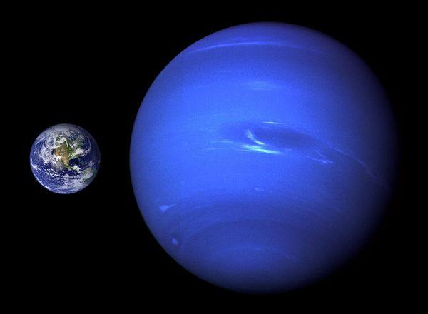 地球在整個浩瀚宇宙中來看,它也只不過是一個小小的宇宙的塵埃,一個小微粒