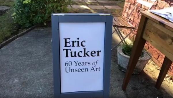 Eric Tucker生前住的这栋小房子改造成一个临时画廊 (图片:Facebook视频截图)