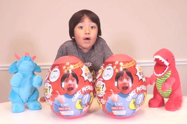 7岁小男孩Ryan成为2018年全世界收入最高的YouTuber(图片来源:youtube/Ryan ToysReview/视频截图)