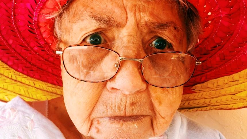 老人、花镜、眼花(图片: pxhere)