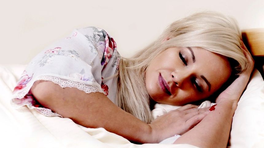 美女、睡眠(图片: pixabay)