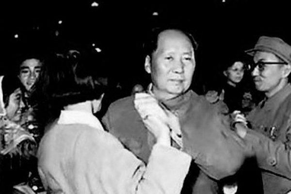 """给毛泽东做过22年专属医生的李志绥披露,毛最有兴趣的就是""""周六舞会""""。(网络图片)"""