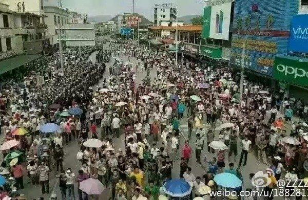 2016年7月3日,广东肇庆市居民,连续2天上街抗议政府在该市禄步镇建设大型垃圾焚化炉计划。 图片翻摄网络