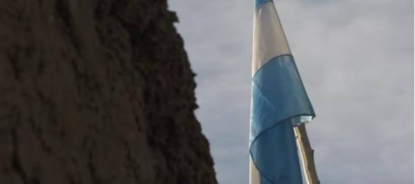 捐赠的旗帜 图片:视频截图