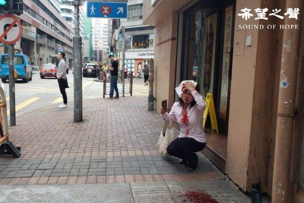 港法輪功學員警署談十一遊行 路上遭打爆頭 – 新唐人亞太電視台