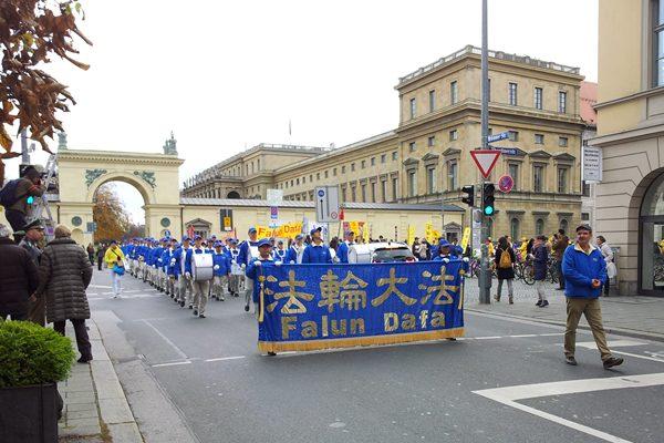 31国欧洲法轮功学员慕尼黑大游行