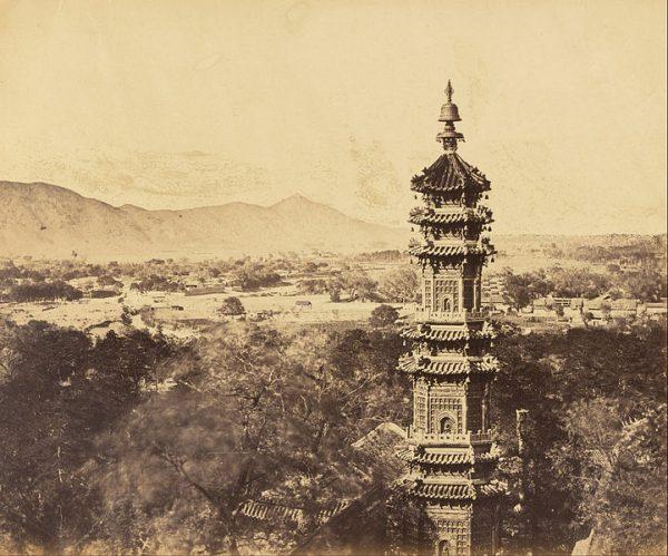颐和园 多宝塔 (资料图片:wikimedia/Felice A. Beato意大利,1825-1908)