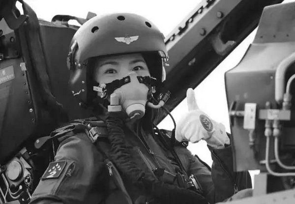 本月12日架飞机训练中出事故的女机师余旭(网络图片)
