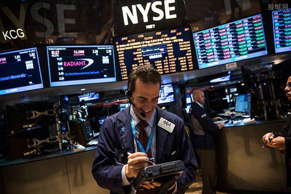 美股齐创收盘纪录新高 美债收益率升至一年半新高