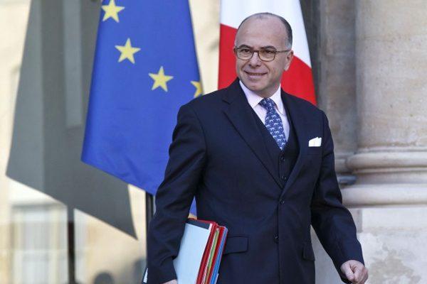 法新总理内政部长卡兹纳夫接任