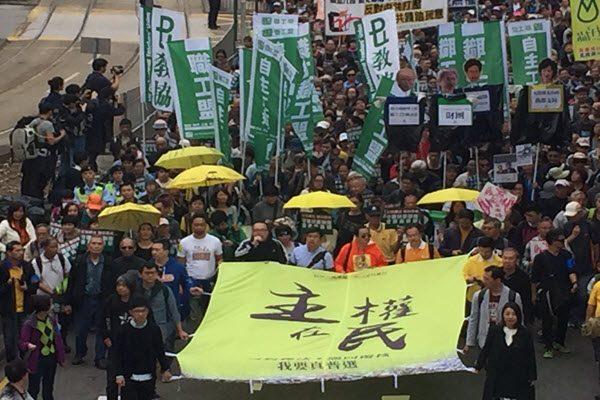 港民主派元旦游行 反对人大释法 要求港府撤回司法复核