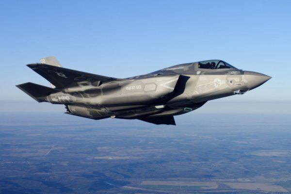 美军10架F35隐形战斗机飞往日本基地