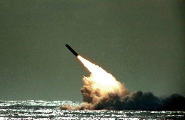 英军被曝导弹射向美国本土 首相遭媒体质询