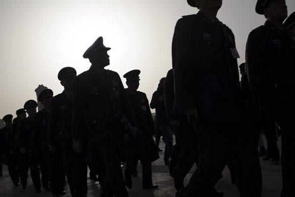 近日,大陆微信圈传有47名中共高级军官同时被免职的消息。(网络图片)