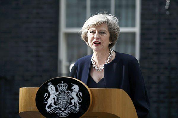 """英国首相今日将宣布""""干净退欧"""""""