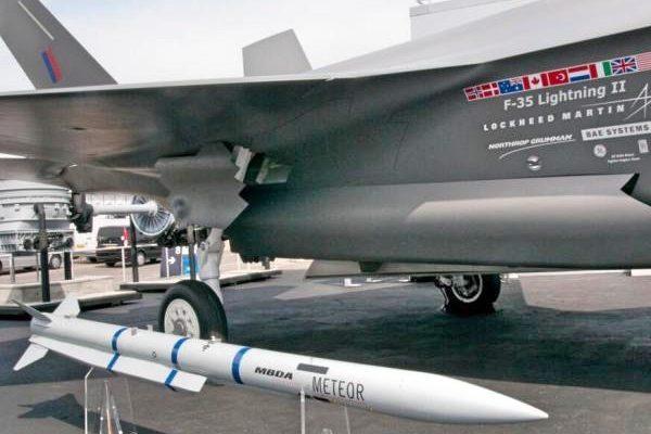 遏制中共 日英合作开发世界最高水准空对空飞弹