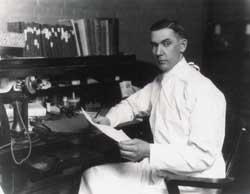 埃尔默·麦科勒姆 ( ELMER VERNER McCOLLUM) 约翰·霍普金斯大学生物化学系主任 (网络图片)