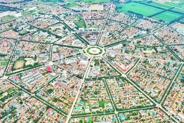 世界最大的八卦城 中国唯一没有红绿灯的城市