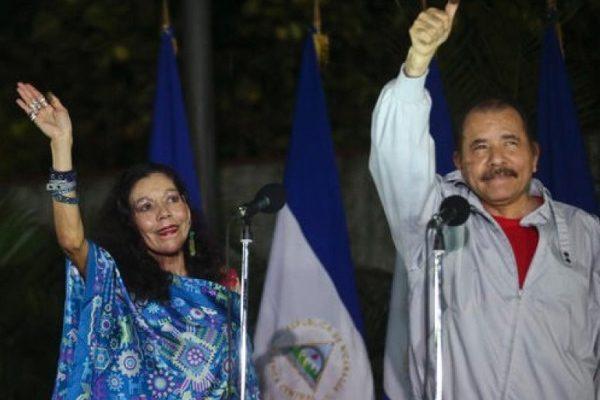 奥尔特加(右)与穆里略(左) 双双出任尼加拉瓜正副总统。(美联社图片)