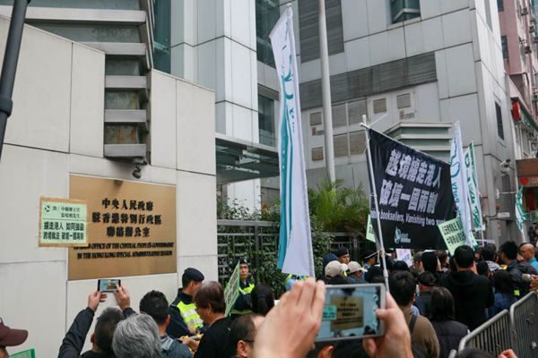 """看懂香港特首""""选举""""(五)-谁在幕后""""操盘""""?"""