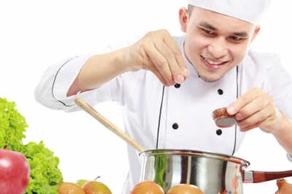 少盐就是炒菜少放盐?很多人都错了,炒菜难吃又不健康