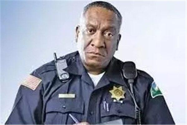 一位退休老警察透漏的秘密 关键时能救命