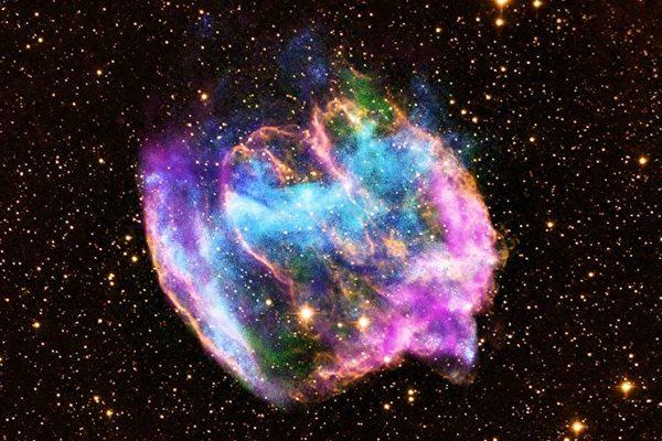 天文学家首次目睹恒星爆炸