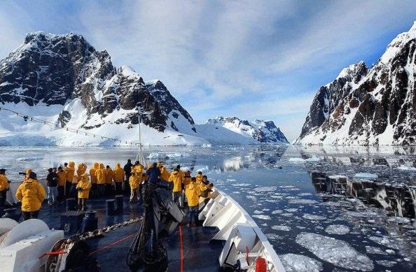 人均10万元 南极过年