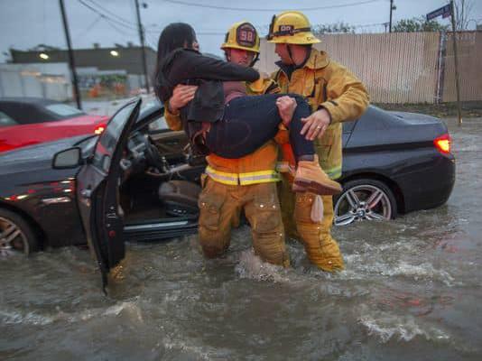 加州再遭大暴风雨袭击 至少2人死亡