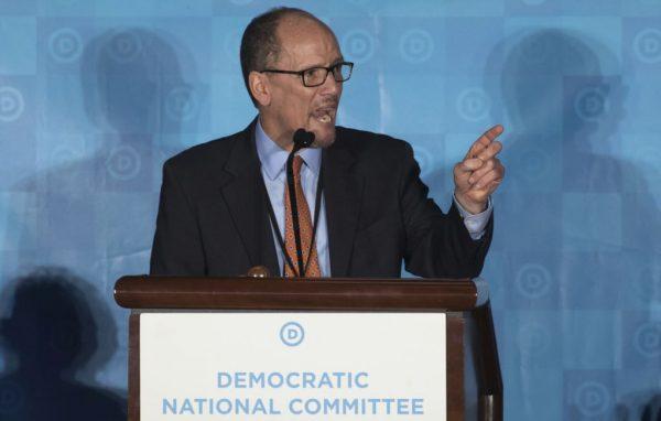 美国前劳工部长汤姆·佩雷斯当选民主党全委会主席