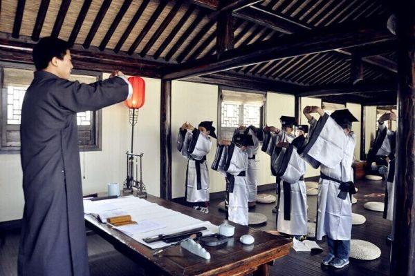 中国之窗第09集 中国家长逃离体制教育 中西传统教法都吃香