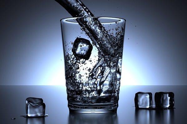 喝冰水减肥? 中西医看法两极